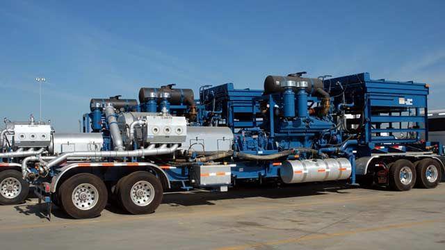 容積式ポンプを搭載したトラック。
