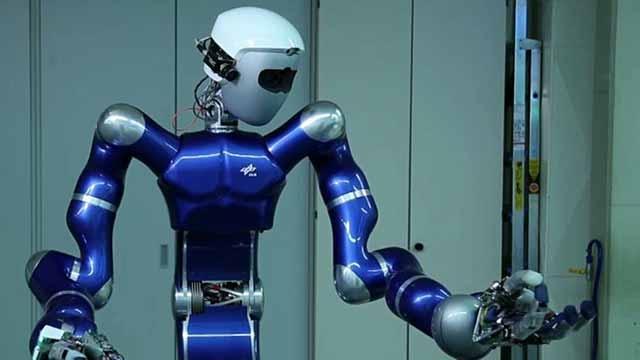 MATLAB および Simulink を使用したモデルベースデザインを用いて、研究者は複雑な制御アルゴリズムを開発し、自律ロボットのコードを自動的に生成します。