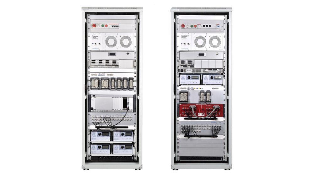 Speedgoat ラックのセットアップを完了する。このセットアップは、ハードウェアインザループ (HIL) テストベンチを使用してトラクター コントローラーのテストを自動化するために使用される