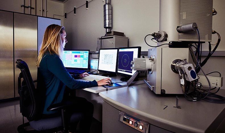 顕微鏡機器の制御